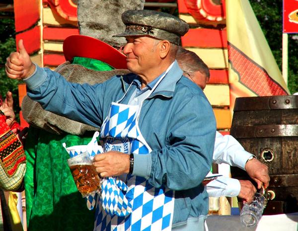 Лужков на фестивале пива