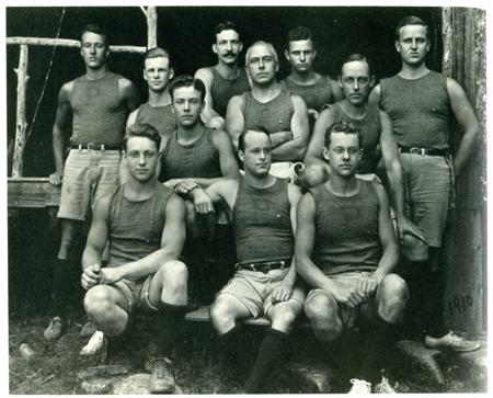 Билл Буллит (в цетре в первом ряду) командный игрок