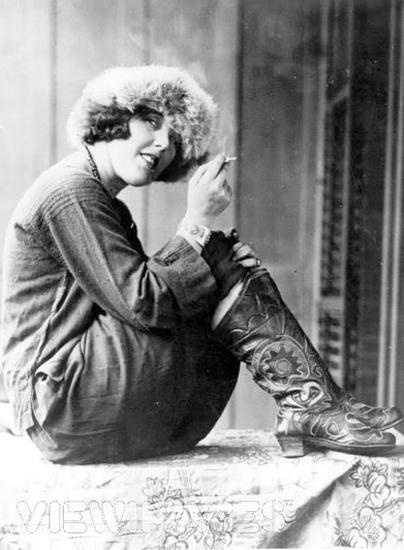 Луиза Брайант в русском костюме. 1920