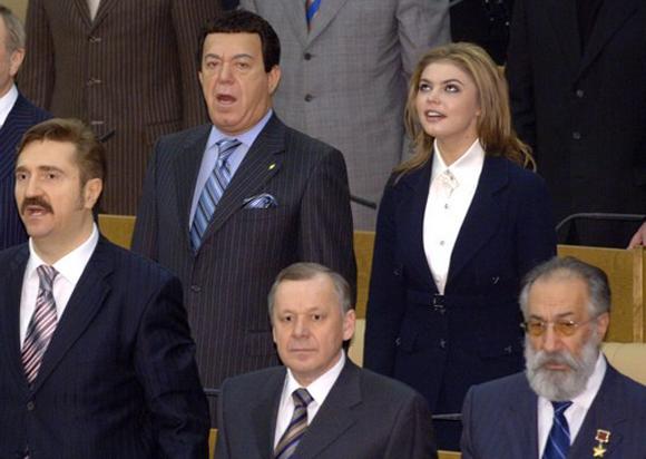 Единороссы поют