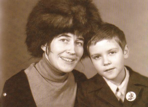 Дима Медведев с мамой Юлией Вениаминовной, 1973 год