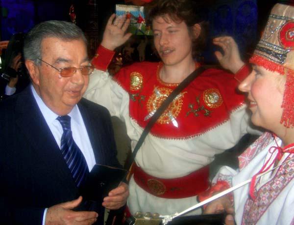 Евгений Примаков с ансамблем Иван-чай. Фото Романа Опричника