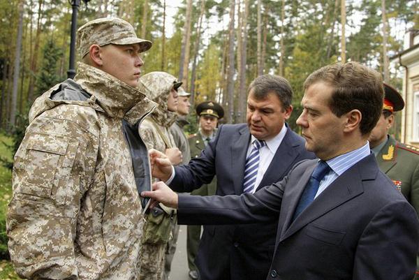 Президент Медведев, министр обороны Сердюков, новая форма