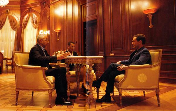 Николай и Марина Свандзе беседуют с Дмитрием Медведевым
