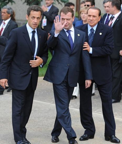 Берлускони и Саркози помогают Медведеву