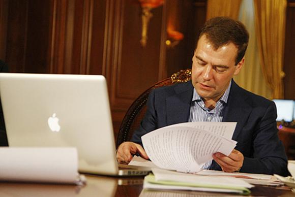 Медведев, все та же любимая техника с яблочком