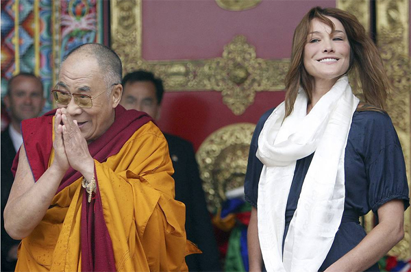 Карла Бруни с Далай-ламой