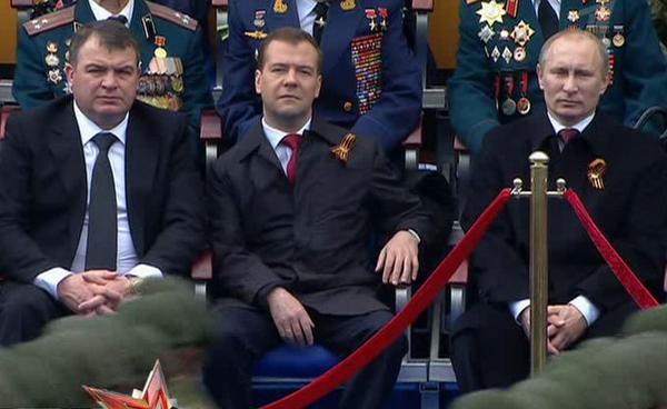 Главнокомандующий принимает парад Победы