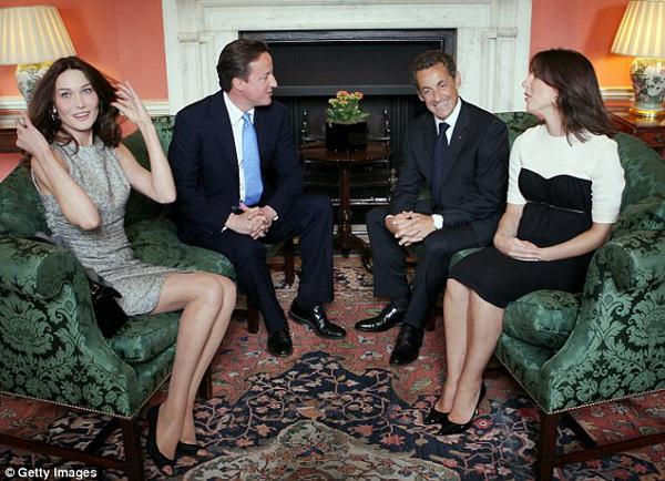 Карла Бруни на встрече с британской премьерской четой