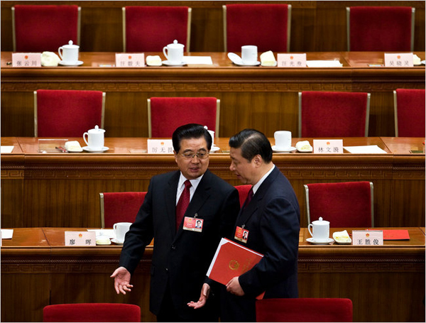 В 2012 году предполагается, что Генерального секретаря ЦК КПК Ху Цзиньтао (слева) сменит Си Цзиньпин (справа)