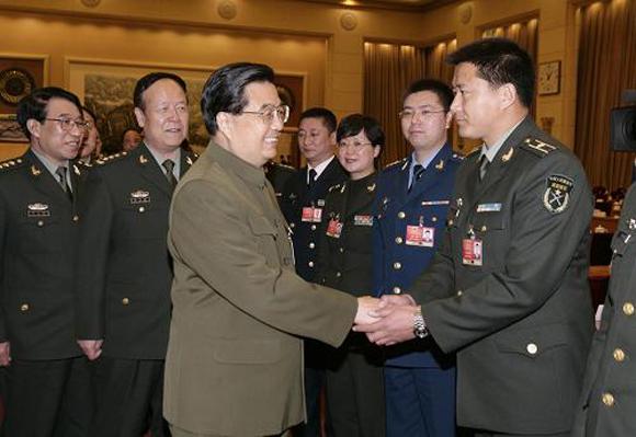 Ху Цзиньтао встречается с военными