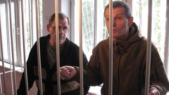 Летчики Владимир Садовничий и Алексей Руденко во время процесса в Курган-Тюбе