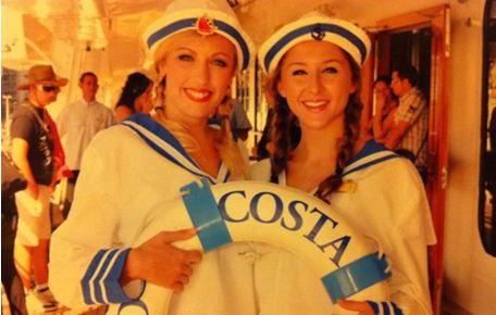 Роуз Меткалф со своей подругой на борту Конкордии