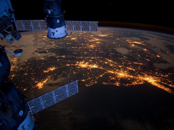 Ночная земля из небесной лаборатории