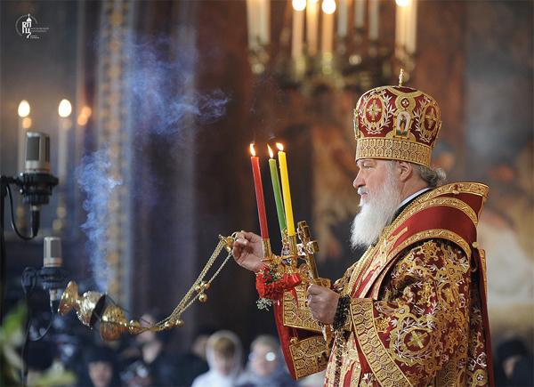 Патриарх Кирилл на пасхальной службе 2012 года