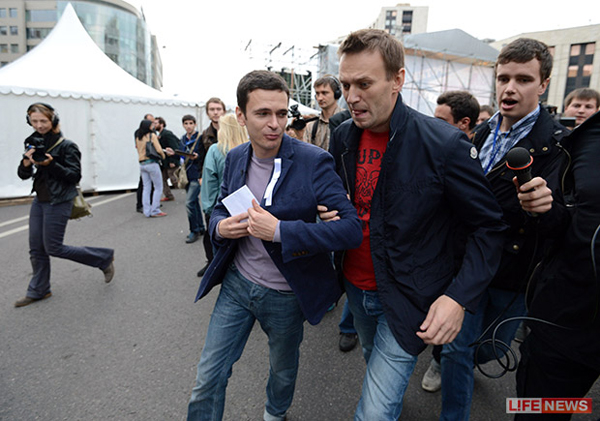 Марш миллионов 150.9.12. Ящин и Навальный. Спешат