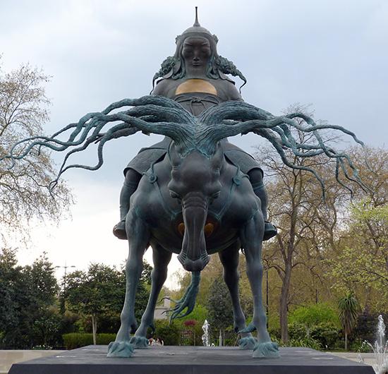 Памятник Чингисхану в Лондоне работы российского скульптора Даши Намдакова