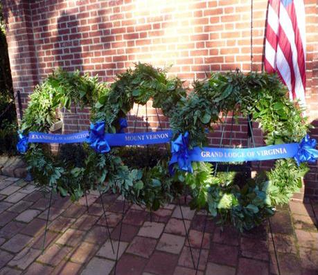 Венки от масонов на могиле Дж. Вашингтона