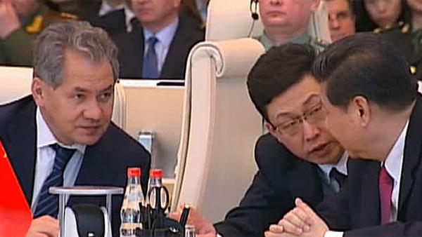 Си Цзиньпин и Сергей Шойгу в Центре оперативного управления Вооруженными силами России