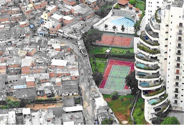 Фавелы в Бразилии. Граница между богатством и бедностью