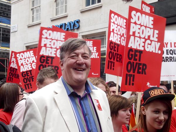 Стивен Фрай на параде