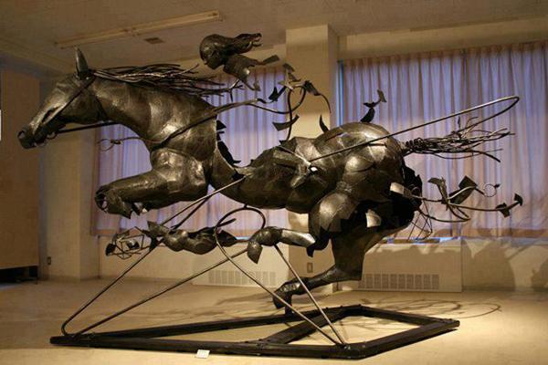 Всадник. Работа японского скульптора Томохиро Инабы