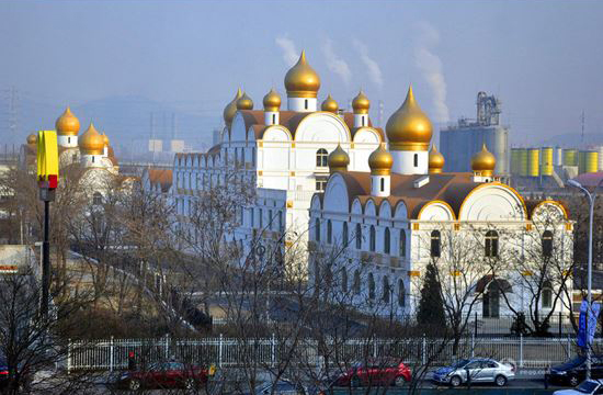 """Здания в """"русском стиле"""" в Пекинском районе Мэнь Тоу Гоу"""
