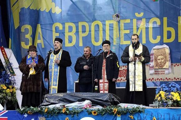 Молебен на Евромайдане в Киеве
