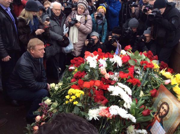 Чубайс на месте убийства Немцова