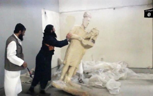 Фанатики ИГИЛ громят музей. Их Б-г требует уничтожения идолов