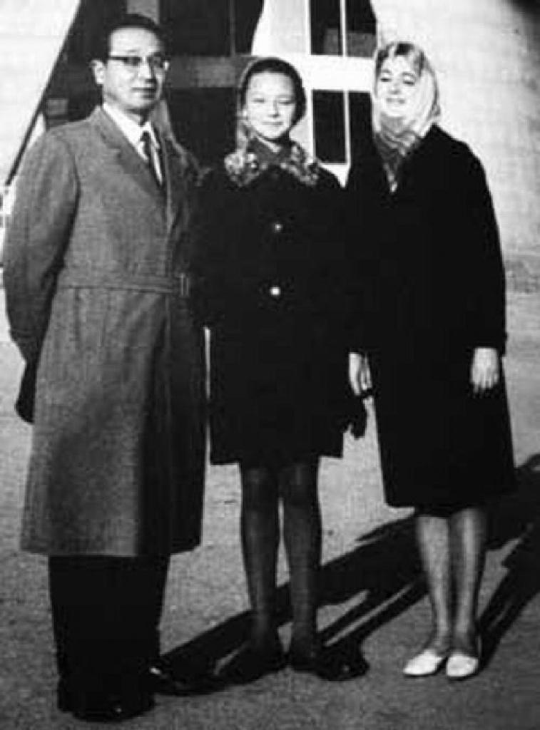 Муцуо Хакамада  с семьей