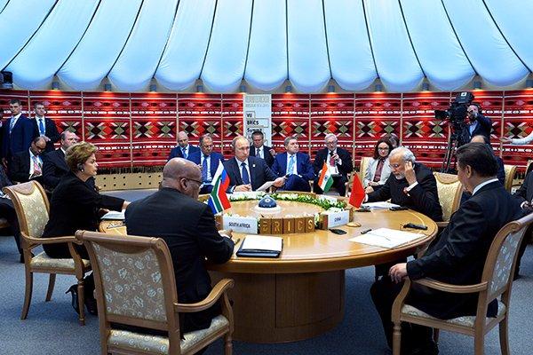 Заседание саммита БРИКС в Уфе проходит в стилизованной юрте