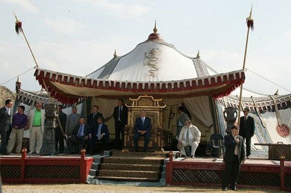 Назарбаев в ханском величии
