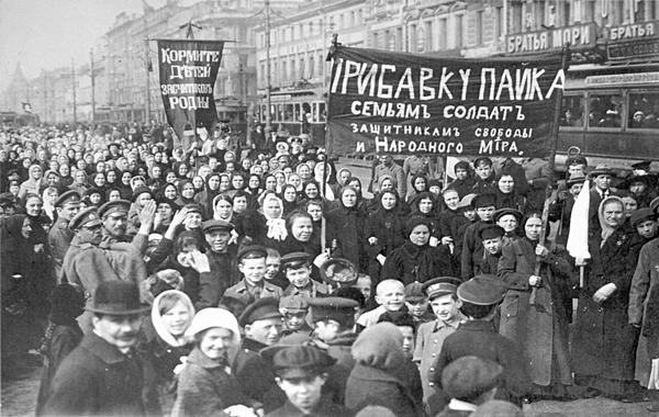 Демонстрация работниц Путиловского завода в первые дни Февральской революции