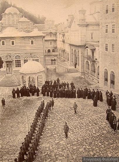 Войска в Пантелеймоновом монастыре
