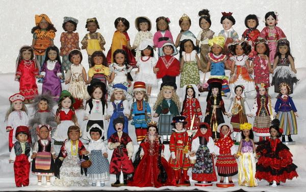 Куклы в костюмах народов мира