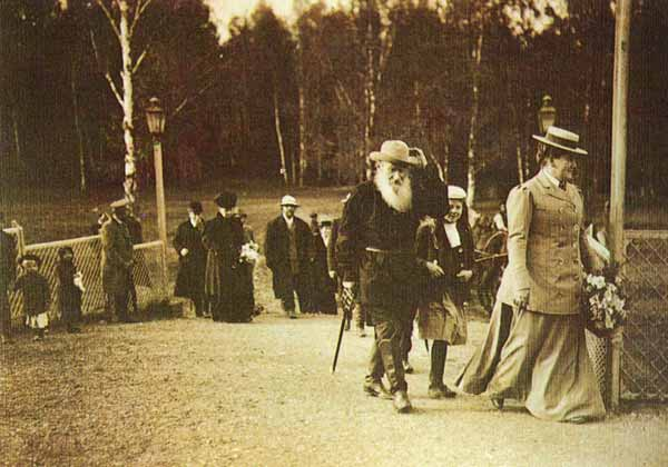 Толстой на станции Козлова Засека. 1908 год