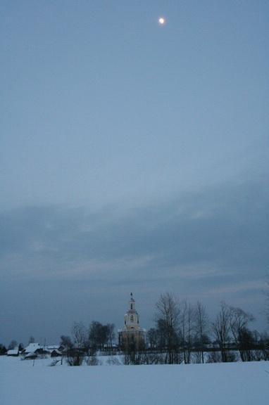 Сельцо Карельское, Тверская область. Это довольно близко от деревни Владимира Ерёмина. Фото Олега Давыдова, там с ним случилась мистическая история, середина марта 2006 года. Снимок почти ночной