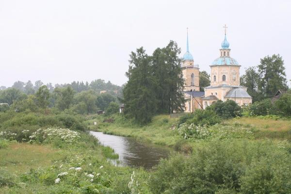 Успенская церковь  в Берново, в ней и служил отец Владимир. Фото Олега Давыдова. 2011 год