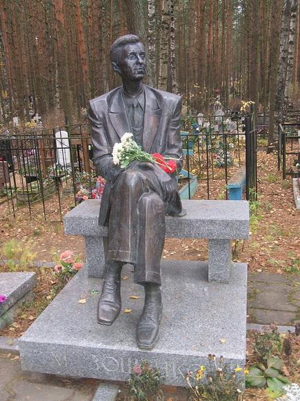 Памятник на могиле М. Зощенко
