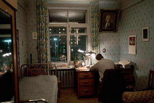 Очень похоже на жилище Марлинского в коммуналке напротив консерватории