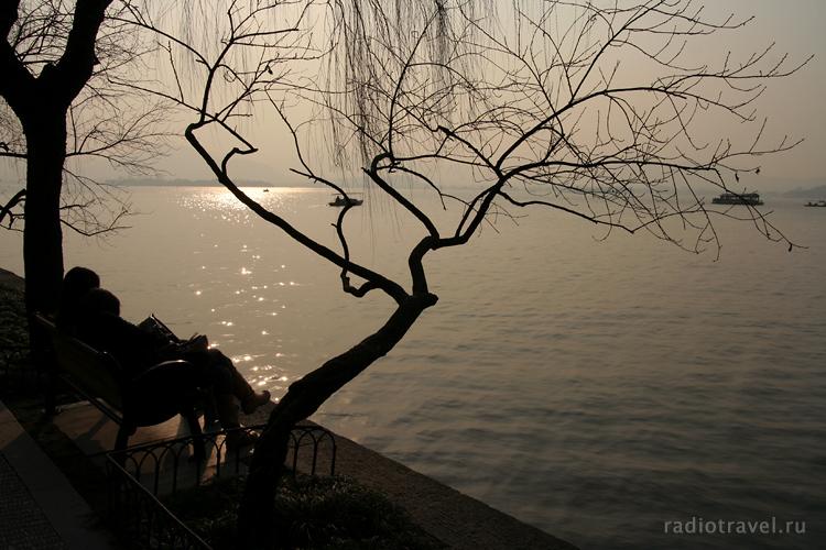 Ивы у озера в Ханчжоу