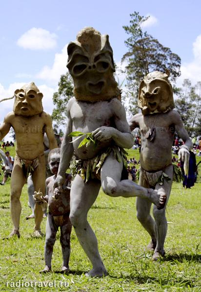 Папуасы из племени Асаро. Фотография: Глеб Давыдов