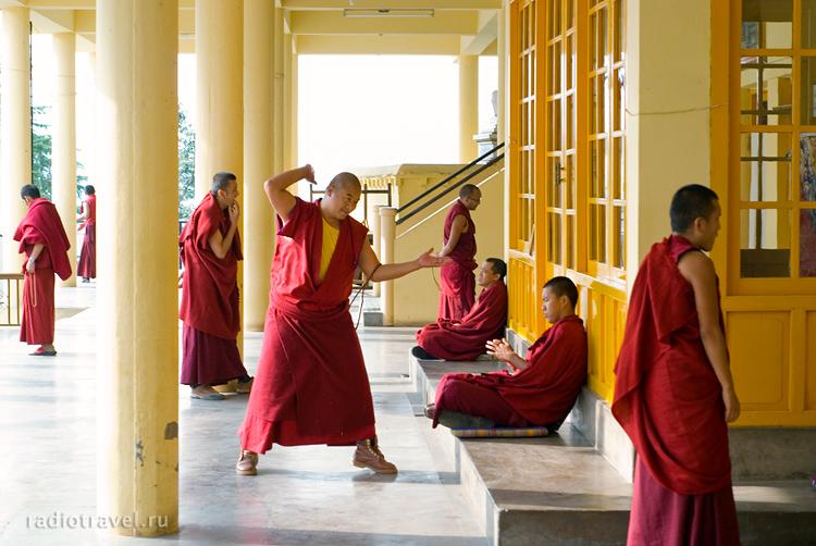 буддисты, Дарамсала, тибетские монахи, тибетцы