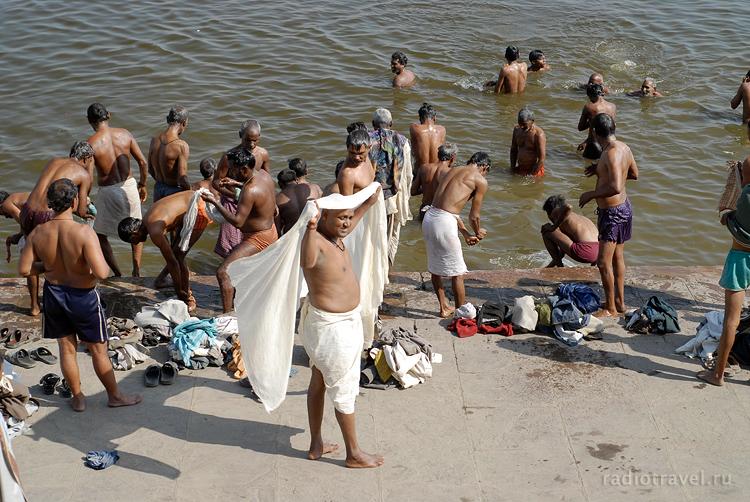 Ганга, индусы купаются в Ганге