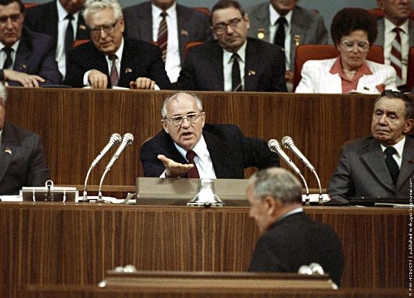 Михаил Горбачев убеждает