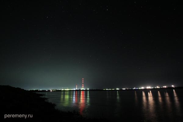 Байконур ночью с протиположного берега Сырдарьи