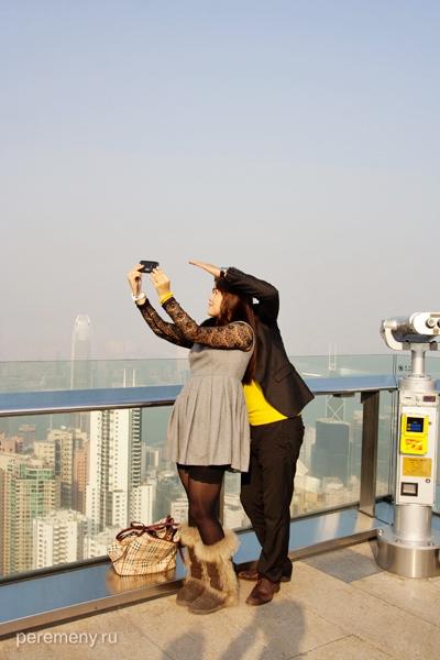 Китайцы фотографируются на пике Виктории
