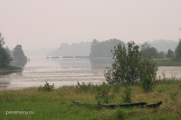 Черный Лух впадает в Унжу около поселка Дорогиня