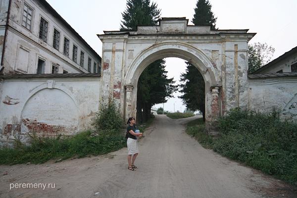 Вход в Спасо-Суморин монастырь